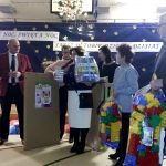 Życzenia i prezenty od Zarządu stowarzyszenia Wokół Jeziorka Krasowego oraz Sołtysa i Rady Sołeckiej w Kusiętach
